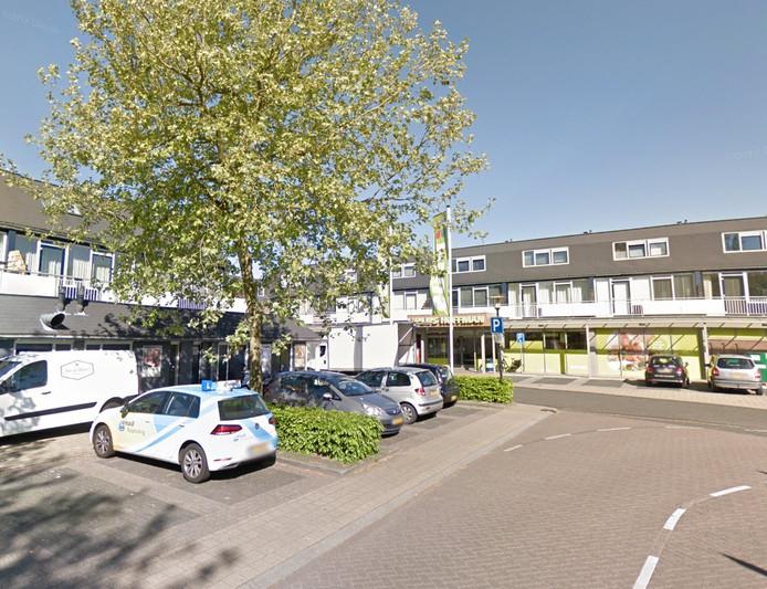 De auto is gestolen op de parkeerplaats bij de supermarkt aan de Zwaluwenburg in Deventer.