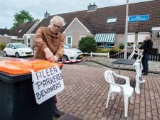 Deze Enschedeërs zijn de parkeeroverlast in hun straat zó zat, dat ze zelf de boel afsluiten: 'Dit kan zo niet langer'