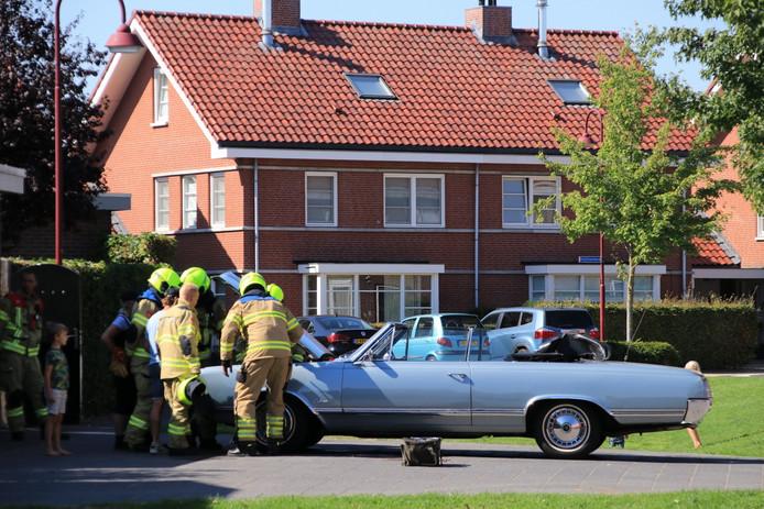 De auto vloog direct in brand na het starten.