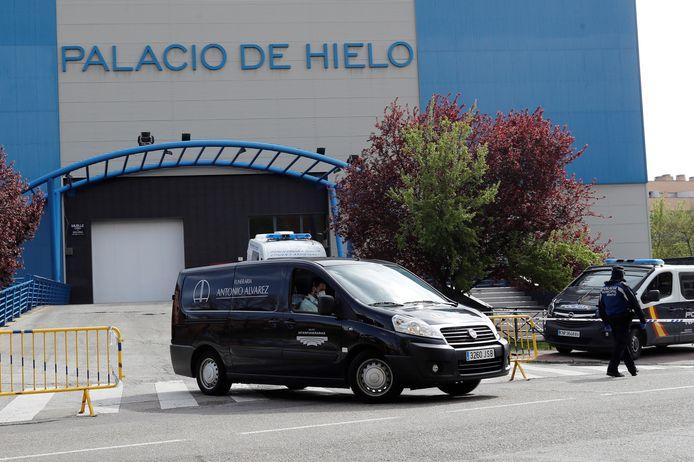 Une piste de patinage a été aménagée en morgue de fortune à Madrid.