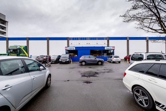 De parking aan de voormalige Carrefour van Mechelen-Noord is voortaan een privéparking