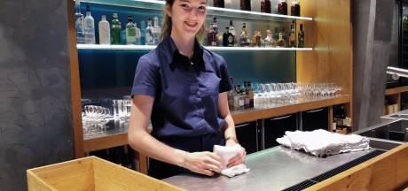 Anna, Jolien en Nina werken in de horeca: 'Mensen zijn allemaal in vakantiestemming'