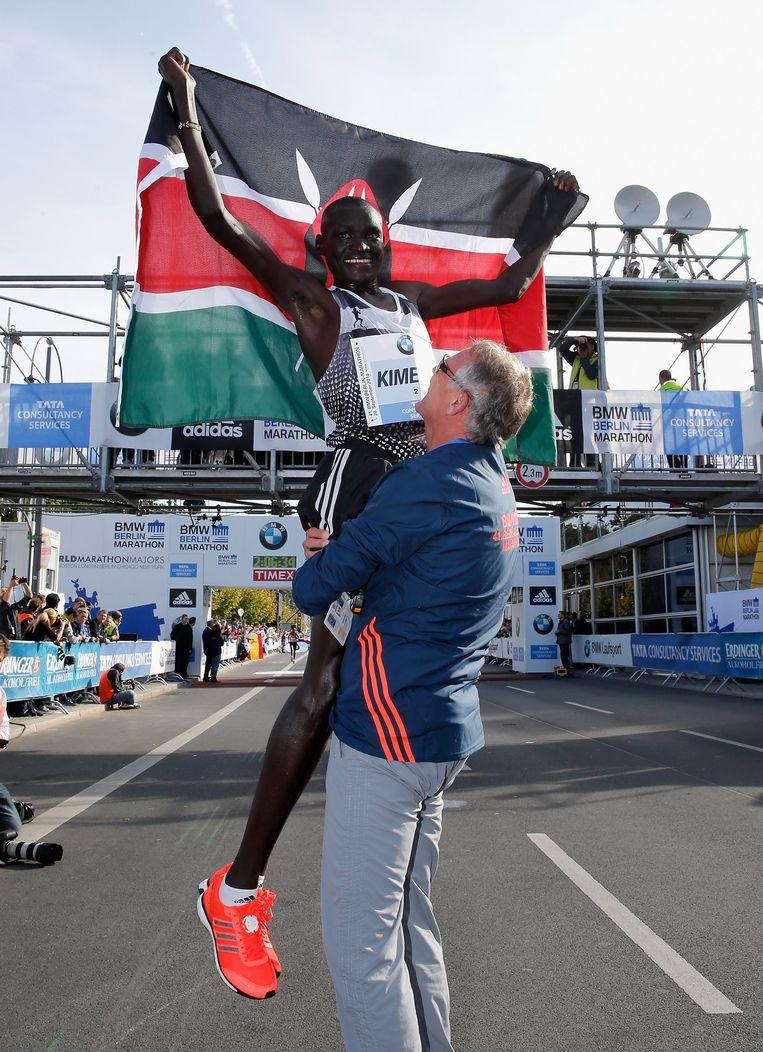 Dennis Kimetto aan het feest: precies een jaar terug brak de Keniaan het wereldrecord tijdens de marathon van Berlijn. Beeld © Boris Streubel/Bongarts/Getty Images