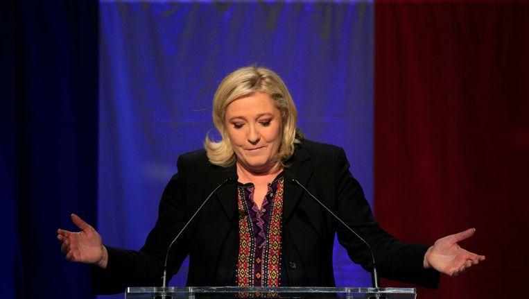 Marine Le Pen houdt een korte toespraak nadat de uitslagen bekend zijn geworden. Beeld ap