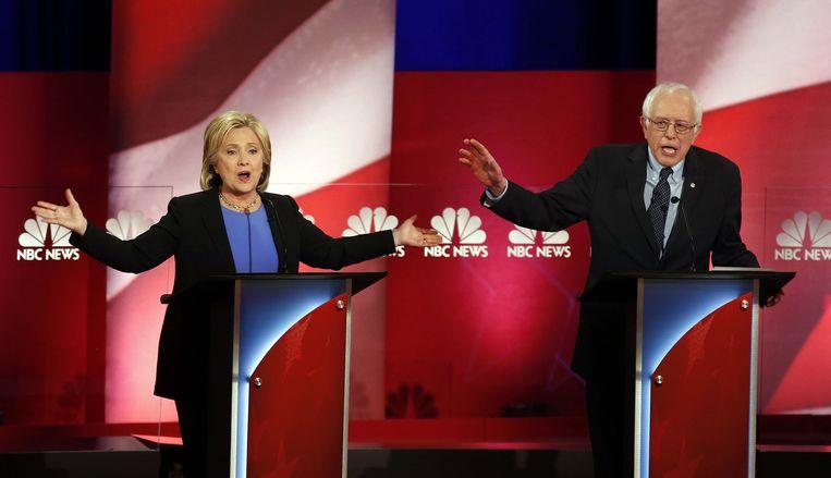 Hillary Clinton en Bernie Sanders tijdens een debat. Beeld ap