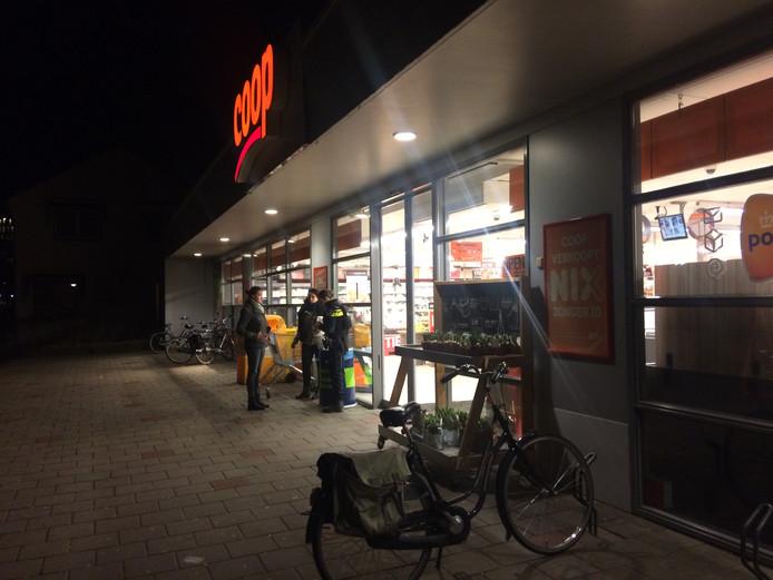 De supermarkt van Coop in Zutphen, vlak na de overval.