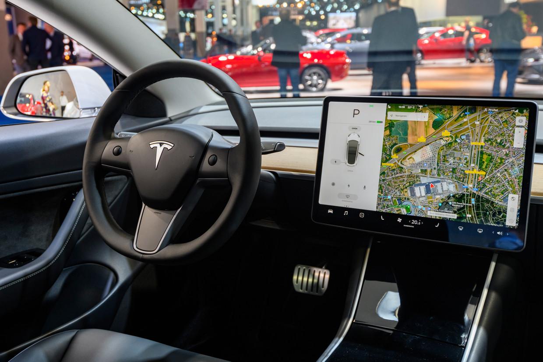 Het interieur van een Tesla-wagen Beeld Getty Images