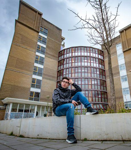 Talha (17) hoopt dat politici jongeren helpen: 'Meer werk, meer huizen en meer kansen voor ons creëren'