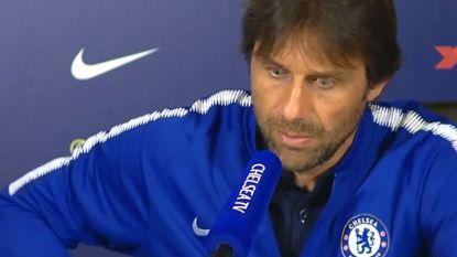 """Plots krijgt Chelsea-trainer Conte op persmoment telefoon van zijn vrouw: """"Altijd op het slechtste moment"""""""