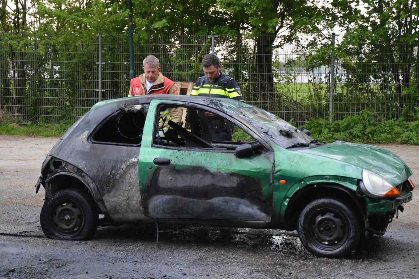 De uitgebrande auto in Kamerik