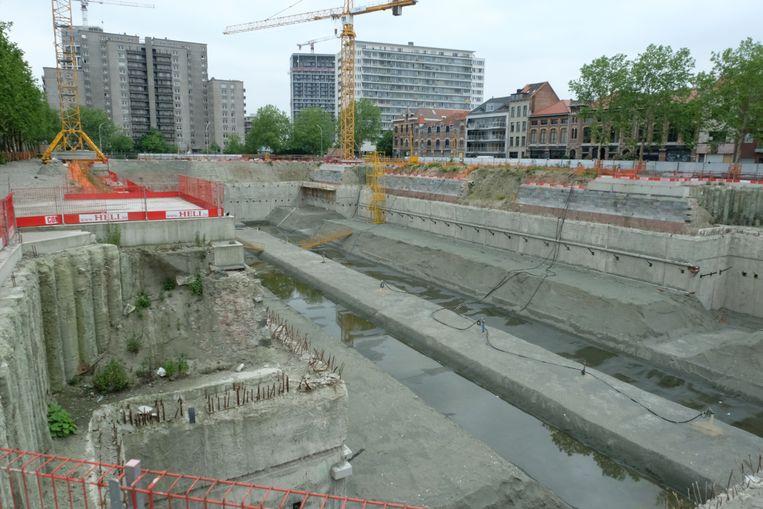 Binnenkort kan de aannemer verder werken aan de eerste parking op de Zuiderdokken.