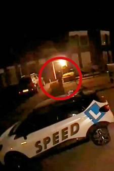 Overvaller belt midden in de nacht aan, zet wapen op hoofd slachtoffer en rooft telefoon en tablet