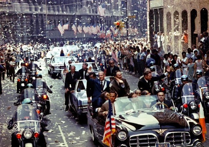 Heldenontvangst voor de bemanning van de Apollo 11.