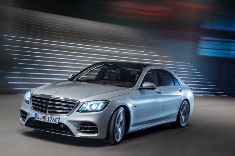 Het model Mercedes waar ook de koning in rijdt.