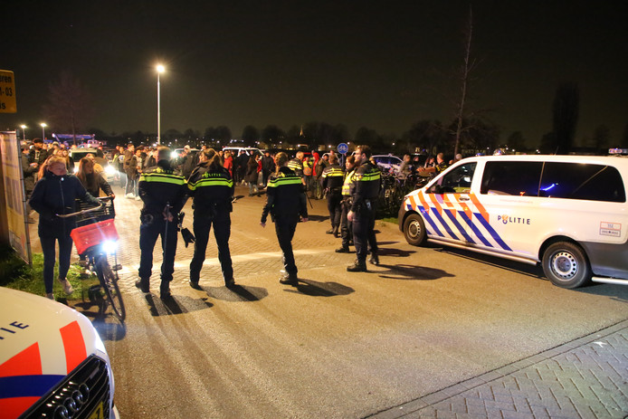 Veel politie bij de kermis in Bergschenhoek.