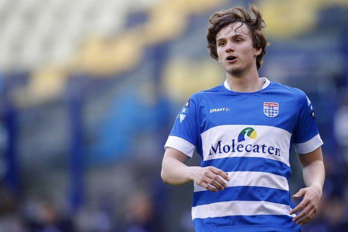 De pas 16-jarige Rav van den Berg maakte zaterdag tegen Vitesse (2-1) zijn debuut bij PEC Zwolle.