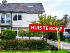 Altijd al een paardenstal in je achtertuin willen hebben? Dit huis staat te koop!