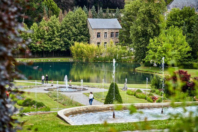 De vele bronnen en rivieren rond Annevoie worden afgetakt naar de tuinen die Charles Alexis de Montpellier in 1758 ontwierp.