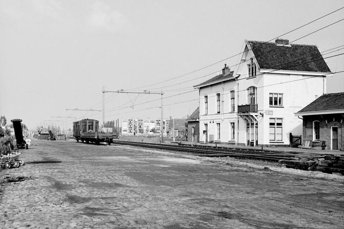 Het oude station Etten-Leur bezien vanaf het goederen-emplacement.
