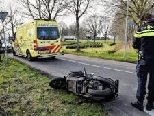 Scooterrijder schrikt in Oisterwijk van auto en botst tegen boom