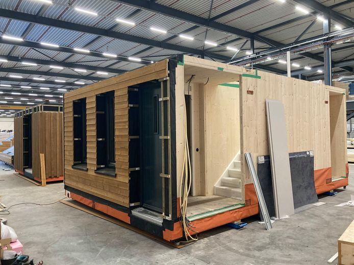 Circulaire, duurzame, energie producerende sociale huurwoning Optimus in de fabriek Frank van Roy in Goirle. Woningcorporatie Compaen gaat de eerste bouwen in Mierlo, corporatie 'Thuis uit Eindhoven zoekt ook een locatie.