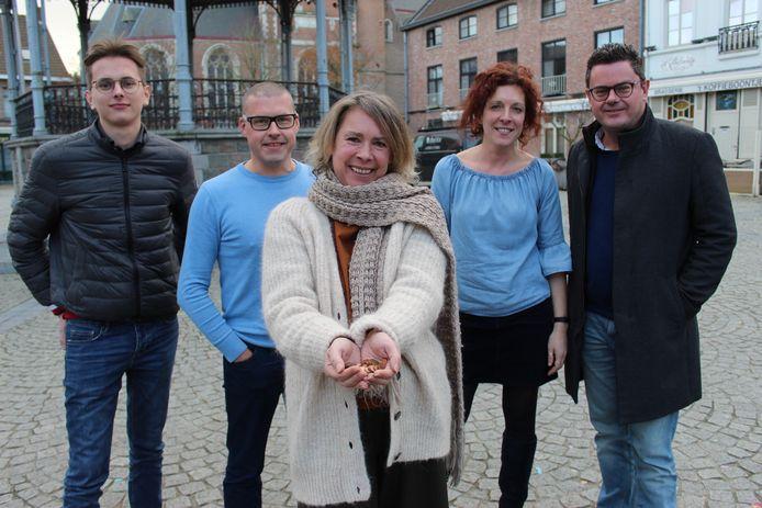 Mieke Denaeghel heeft letterlijk en figuurlijk een sterk team helpers achter zich.