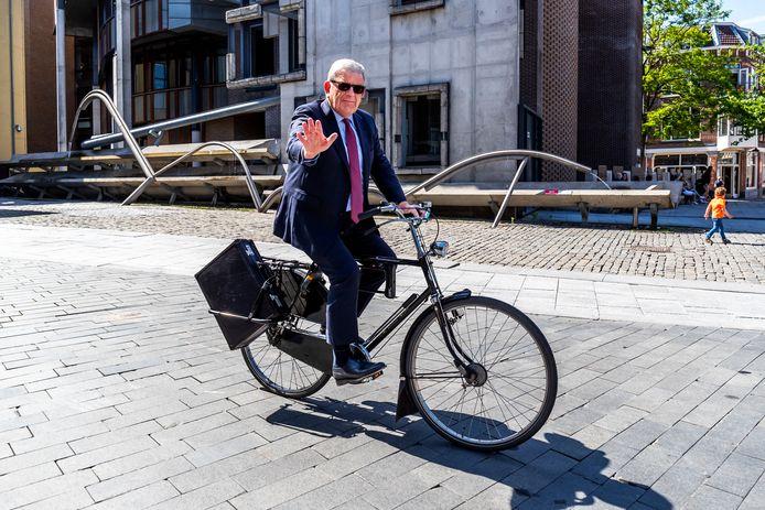 Burgemeester Jan van Zanen de dag na de aankondiging dat hij burgemeester wordt in Den Haag.
