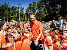 Jonge fans ontmoeten idolen op Oranje Fandag