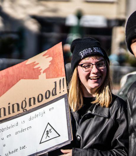 300 mensen protesteren tegen woningnood op Markt in Arnhem: 'Sta al 13,5 jaar op een wachtlijst'