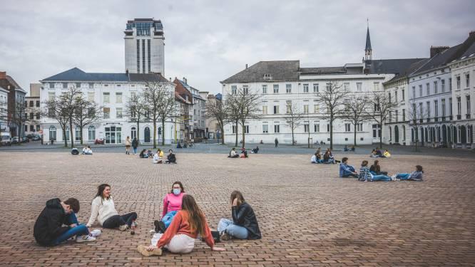 """Stad Gent tekent krijtcirkels op Sint-Pietersplein: """"Om studenten te helpen in hun bubbel te blijven"""""""