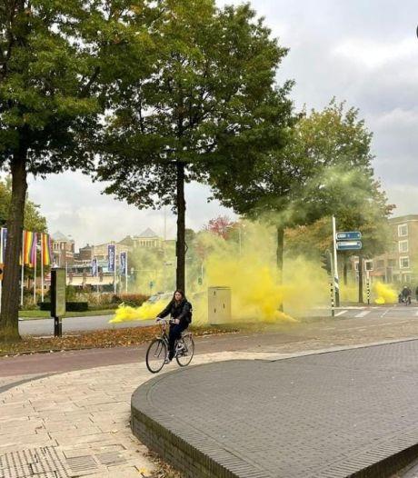 Derby in aantocht: Keizer Karelplein kleurt even geel door rookbommen