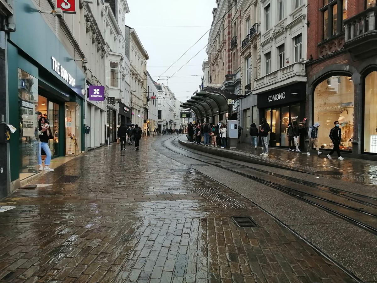 En ook in de Veldstraat was er geen spoor meer te bekennen van de eerdere mensenmassa.