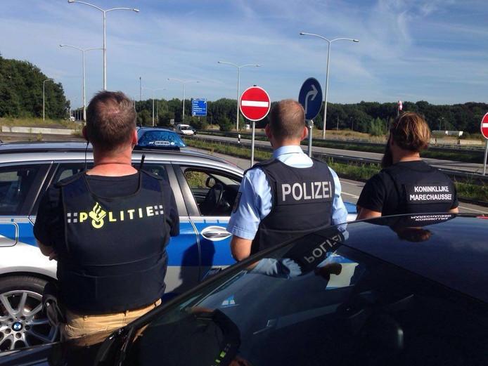 Het Grensoverschrijdend Politieteam Elten is een samenwerkingsverband van de Koninklijke Marechaussee, de Bundespolizei-inspektion Kleve en de Nationale politie Oost Nederland.