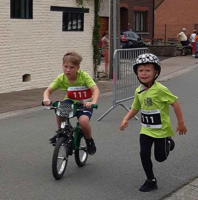 De twee jongste deelnemers Lio Coppens (5) en Lewis Meerpoel (8).