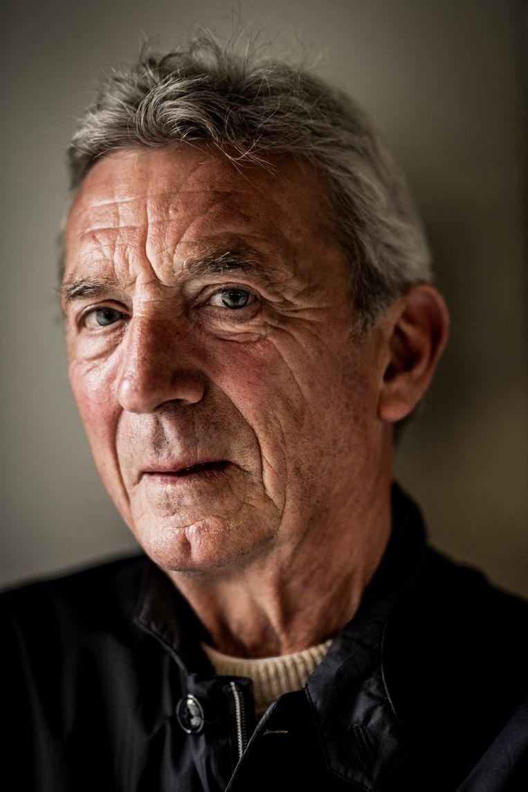 Ward Hulselmans: 'Toen ik in Pieters leven kwam, zat ik nog aan de drank. We hebben net samen een wandeling van drie kwartier naar hier achter de rug, en heel de tijd haalden we herinneringen op. Met een verslaving ophouden, is als verdriet.' Beeld Diego Franssens