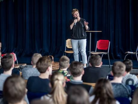 College Tour in Rijssen: 'zuunig wean op ons dialect'