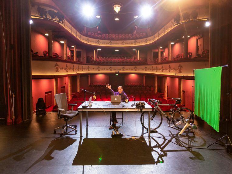 Met zijn onlinevoorstelling 'Niemand anders' tourt Micha Wertheim in februari 2021 langs lege theaterzalen. Beeld Gijsbert van der Wal