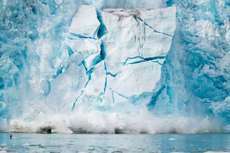 Instortende ijsrotsformatie in Spitsbergen.  Beeld Michael Melford