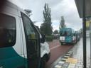 De herkenbare busjes van de buurtbusvereniging.