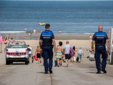 Verkeersregelaars en boa's tegen drukte op Westlandse strand: 'Voor wie met de auto komt: vol is vol'