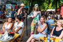 Eten, borrelen en kijken naar voorstellingen op De Parade in Utrecht, het is nog maar zeer de vraag of het festival de coronacrisis overleeft.