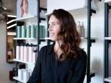 Telefoons rinkelen al dagen: Joanneke uit Deventer kijkt uit naar enorme drukte in beide kapperszaken