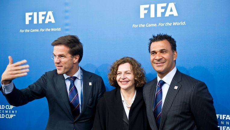 Nederlandse delegatie (vlnr premier Mark Rutte, sportminister Edith Schippers en oud-voetballer Ruud Gullit) voor de stemming van het WK 2018 in Zurich. Beeld epa