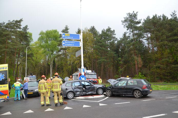 Een nasleep van een van de vele ongelukken die de afgelopen jaren hebben plaatsgevonden op de N346, waar de Almense- en Lochemseweg elkaar kruisen.