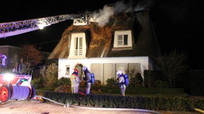Brandweer moet elf (!) uur blussen: huis onbewoonbaar