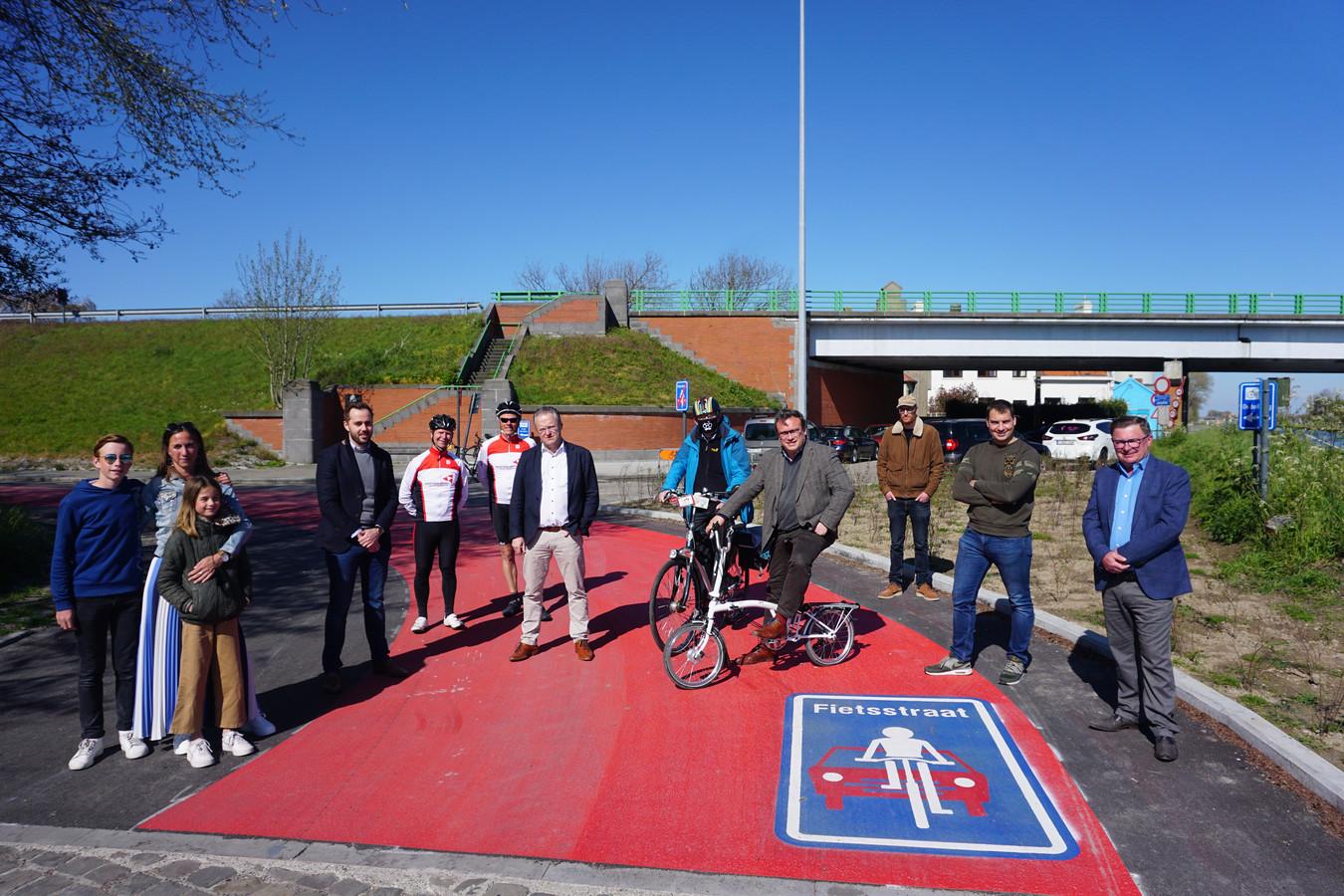 In Gistel werd langs het kanaal Plassendale-Nieuwpoort een nieuwe fietsverbinding voorgesteld.
