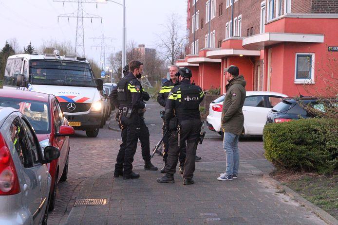 Politie vindt hennepkwekerij in woning na melding over 'verdachte situatie'.