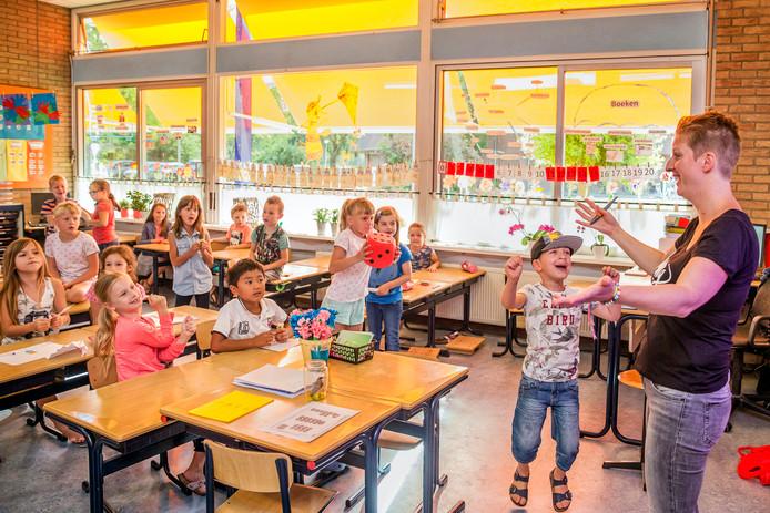 Wat als tien kinderen in een klas zomaar wegblijven omdat ouders dat dagje extra vakantie nodig vinden om de files te vermijden?