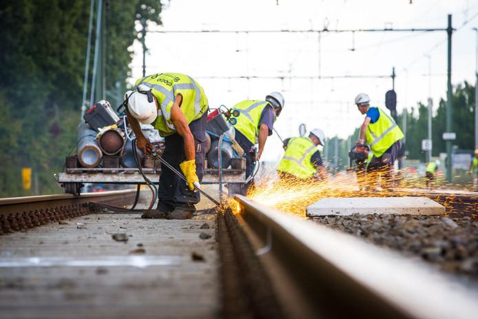 Strukton Rail gaat 4 kilometer dubbelspoor aanleggen tussen Didam en Zevenaar.