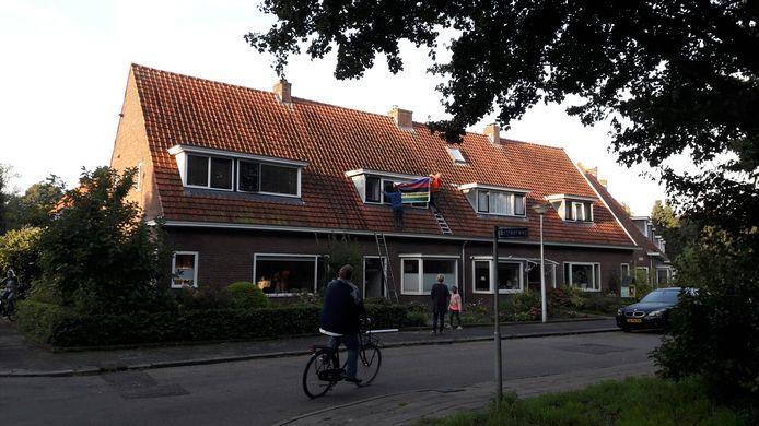 Buren van Annemiek van Vleuten versieren haar woning in Wageningen.
